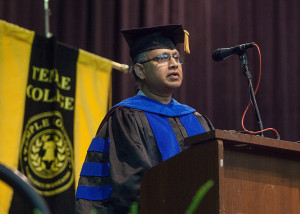 Dr. Sudeep Majumdar accepts his award at Commencement.