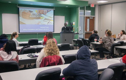Joseph Parler teaches a financial literacy class offered by the Temple College Foundation.