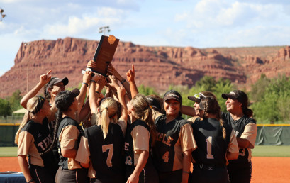 Members of the Temple College softball team celebrate after winning the 2018 NJCAA national tournament.